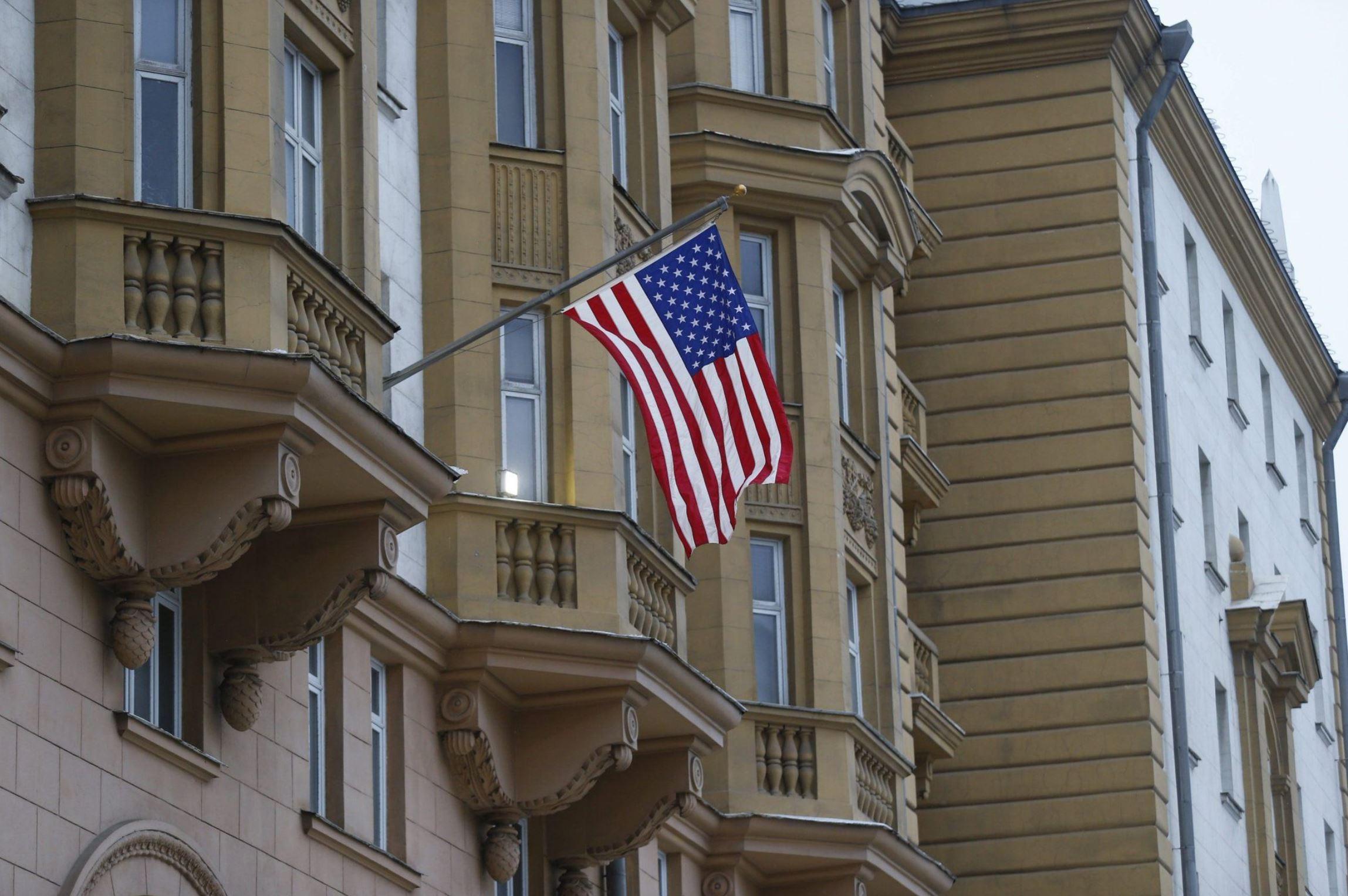 посольство США, камера хранения у посольства США
