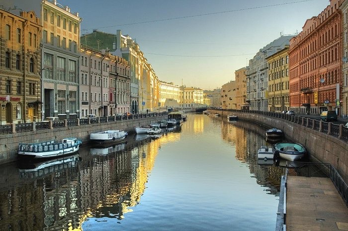 где оставить вещи в Санкт-Петербурге